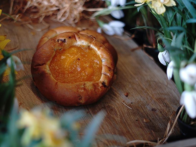 Bakkerij Vooges - Pasen - Abrikozen-krentenbol