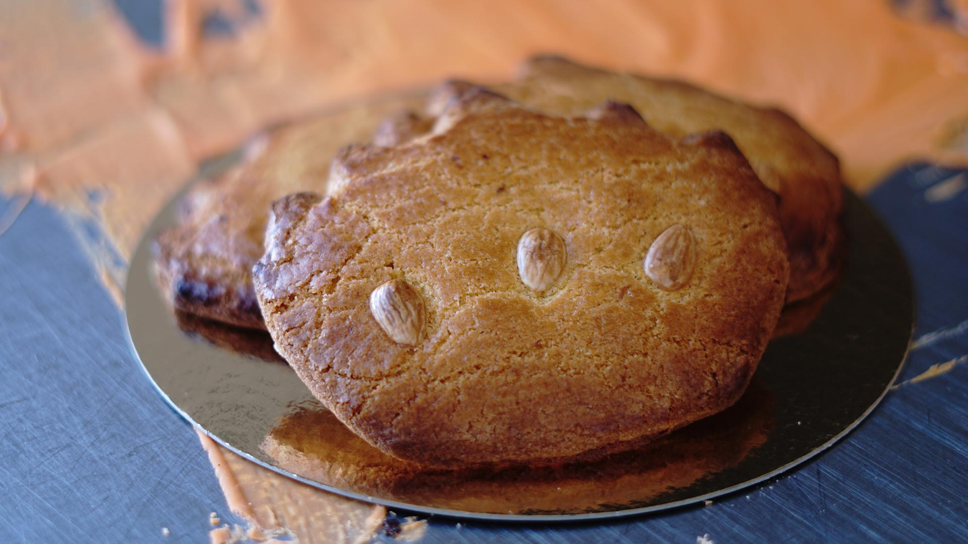 Fijne Koningsdag met Kroon gevulde koeken van Bakkerij Vooges