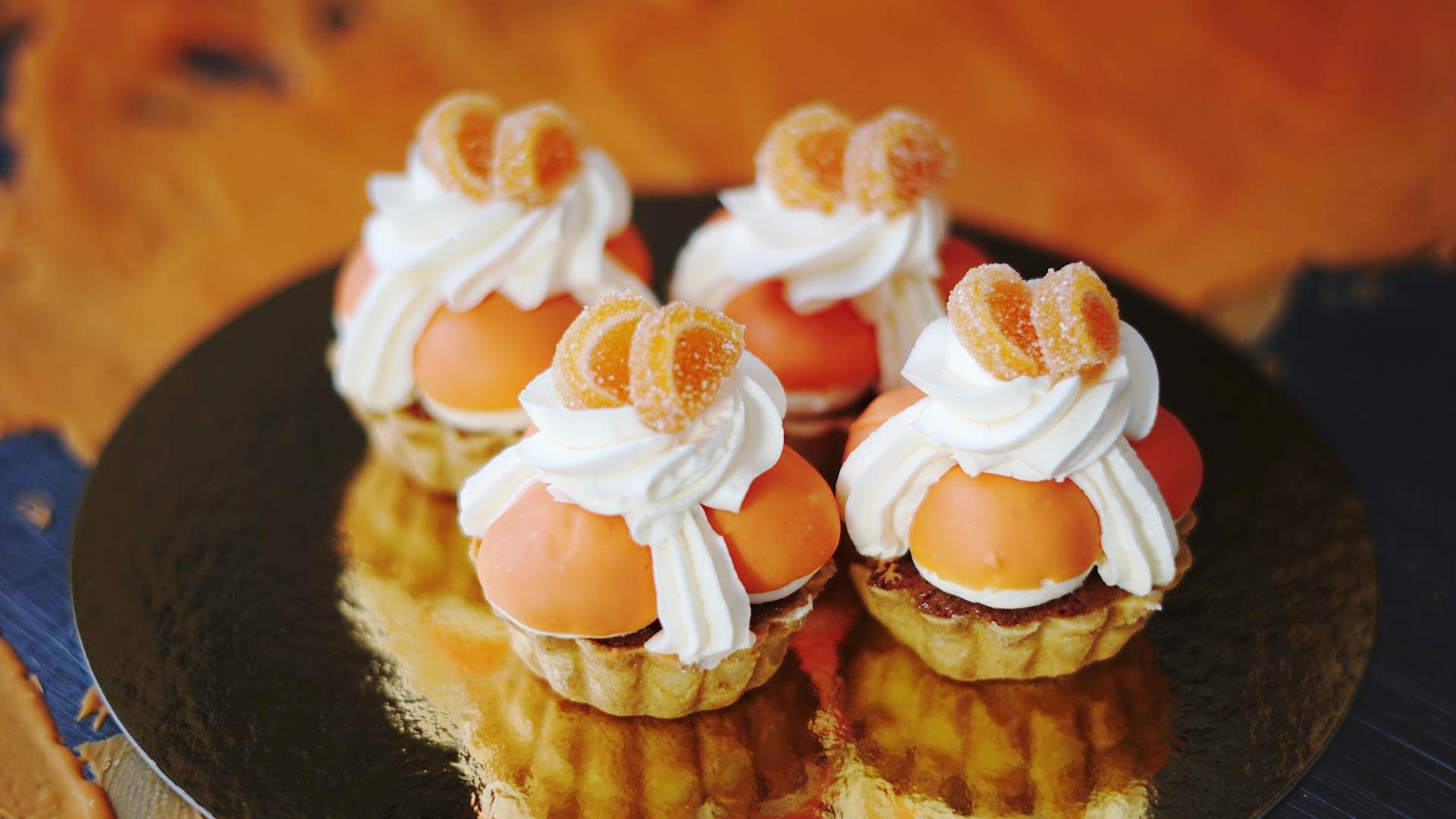 Fijne Koningsdag met Oranje hardewener Petit Fours van Bakkerij Vooges