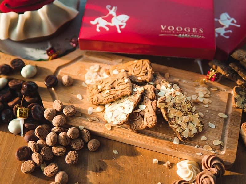 Bakkerij Vooges Speculaasjes met amandelsnippers, ook in de Sinterklaasperiode te koop in de winkel of webshop