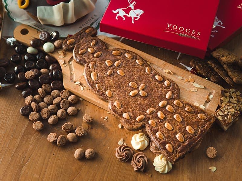 Bakkerij Vooges Speculaaspop met amandelsnippers - Bestel tijdig voor Sinterklaas